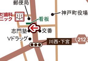 交差点[ 川西・下宮 ]を北へ真っ直ぐ進んでいただき、1本目の十字路を左折します。